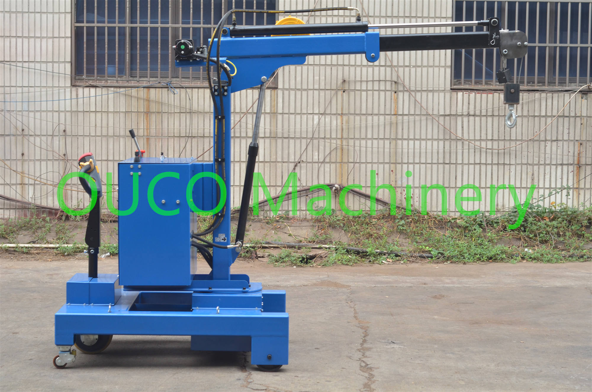 Electric Industry Floor Telescopic Boom Crane Movable For Lifting / Unloading
